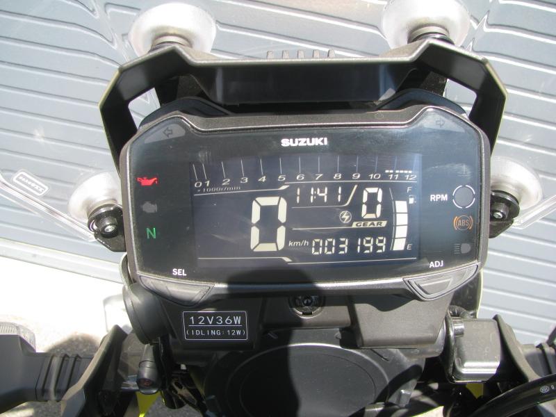 中古車 スズキ V-ストローム250 イエロー 3ボックス付き スピードメーターパネル スイッチオン