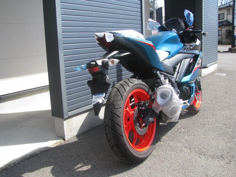 新車バイク ヤマハ YZF-R25ABS シアン/オレンジ 右うしろ側