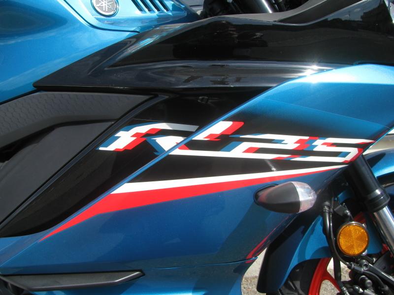 新車バイク ヤマハ YZF-R25ABS シアン/オレンジ デカール