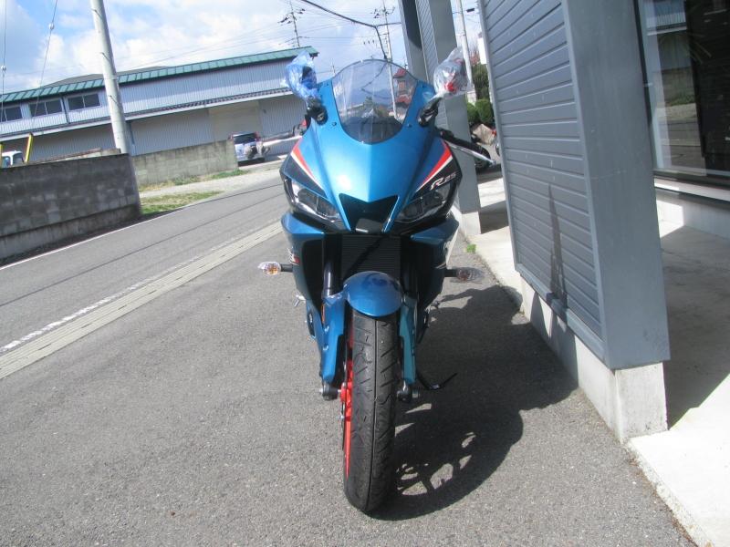 新車バイク ヤマハ YZF-R25ABS シアン/オレンジ まえ側