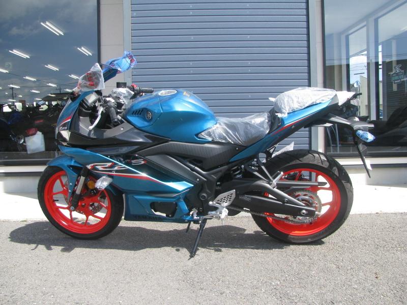 新車バイク ヤマハ YZF-R25ABS シアン/オレンジ ひだり側