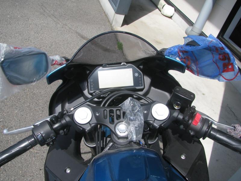 新車バイク ヤマハ YZF-R25ABS シアン/オレンジ メータパネル