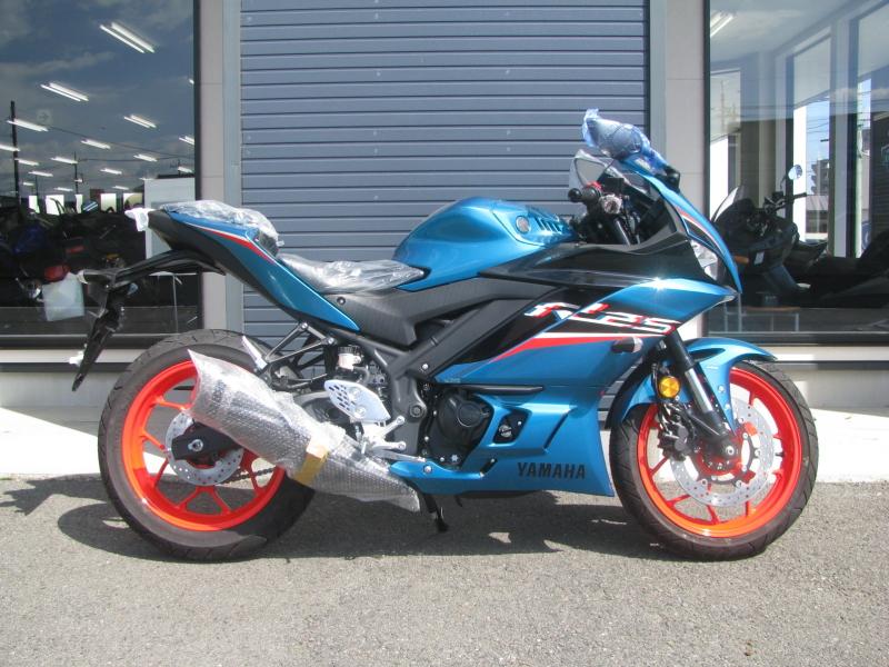 新車バイク ヤマハ YZF-R25ABS シアン/オレンジ みぎ側
