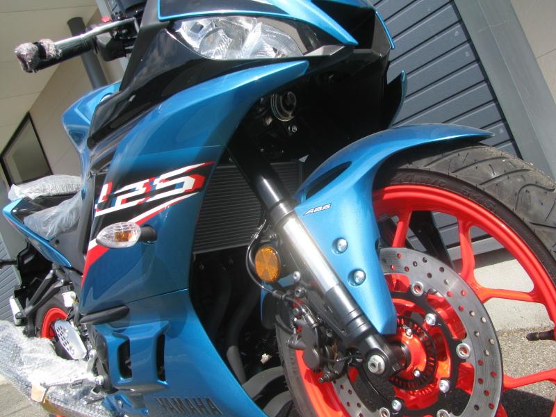 新車バイク ヤマハ YZF-R25ABS シアン/オレンジ フロントフォーク