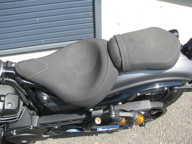 中古バイク ヤマハ BOLT-R(ボルト Rスペック)マットグレイ シート