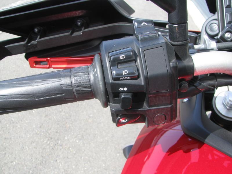 中古車 ヤマハ MT-09 TRACER ABS(トレーサーABS) レッド 左ハンドルスイッチ