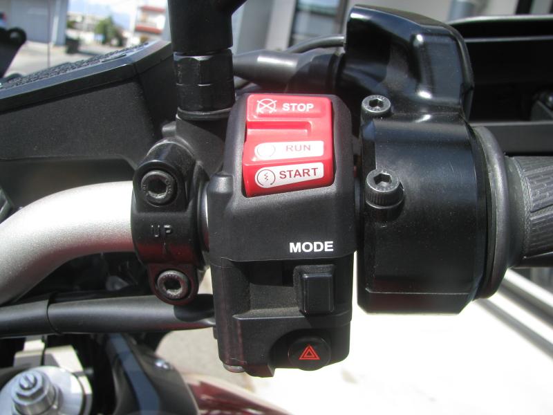 中古車 ヤマハ MT-09 TRACER ABS(トレーサーABS) レッド 右ハンドルスイッチ