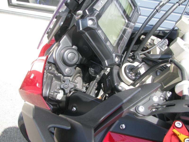 中古車 ヤマハ MT-09 TRACER ABS(トレーサーABS) レッド みぎ側DC電源ソケット