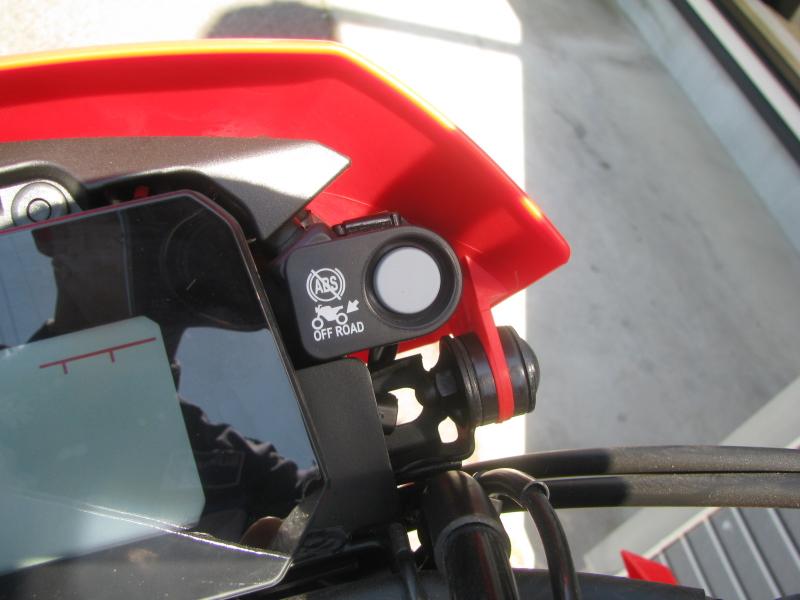 新車バイク ホンダ CRF250L レッド 2021年モデル ABSキャンセルボタン