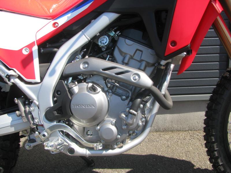 新車バイク ホンダ CRF250L レッド 2021年モデル エンジン右側