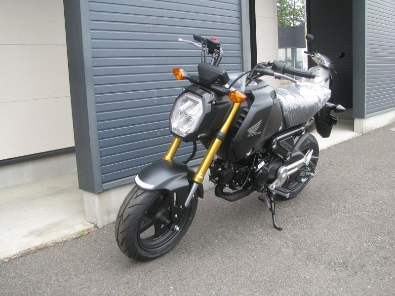 新車バイク ホンダ グロム ブラック 2021年モデル 左まえ側