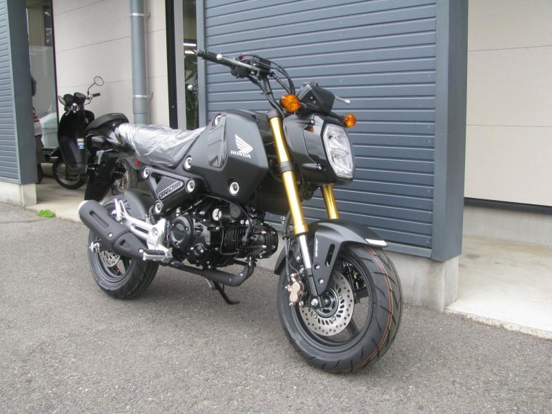 新車バイク ホンダ グロム ブラック 2021年モデル 右まえ側