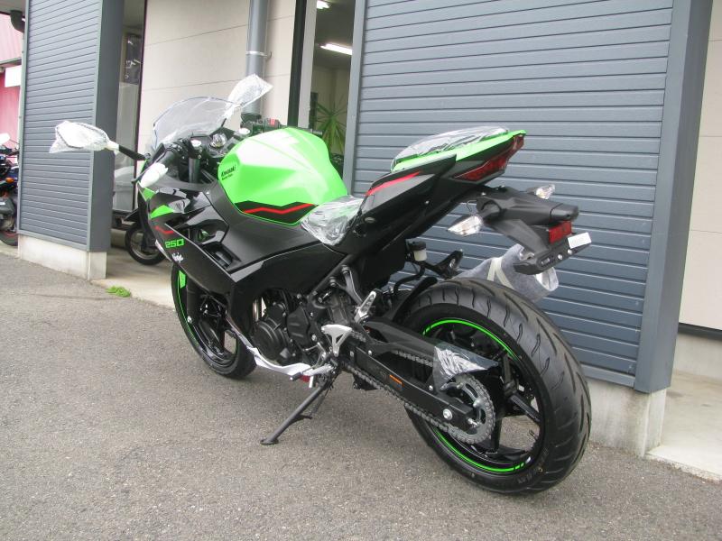 新車バイク カワサキ Ninja250 KRT EDITION グリーン 2021年モデル 左うしろ側
