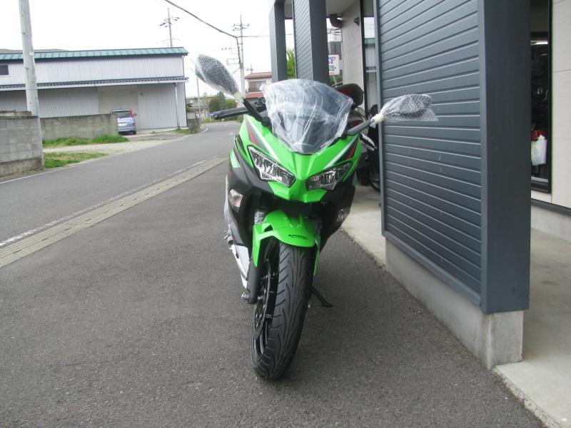 新車バイク カワサキ Ninja250 KRT EDITION グリーン 2021年モデル まえ側