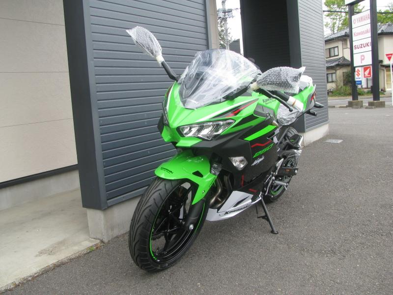 新車バイク カワサキ Ninja250 KRT EDITION グリーン 2021年モデル 左まえ側