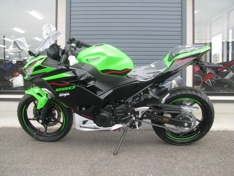 新車バイク カワサキ Ninja250 KRT EDITION グリーン 2021年モデル ひだり側