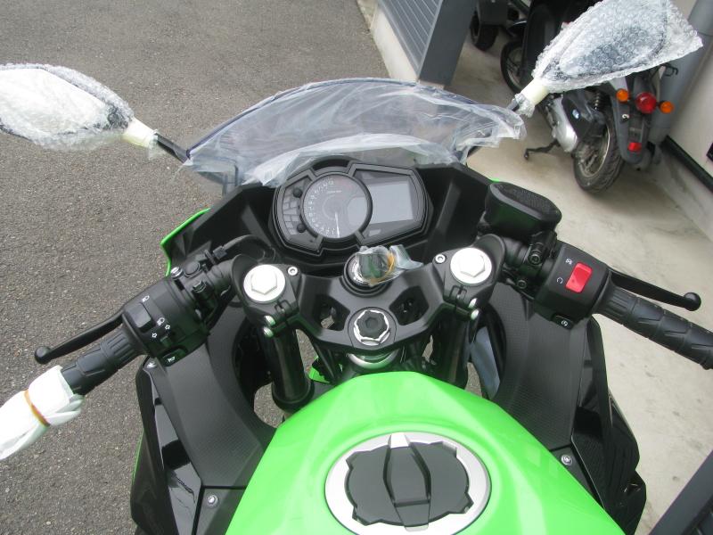 新車バイク カワサキ Ninja250 KRT EDITION グリーン 2021年モデル メーター周り
