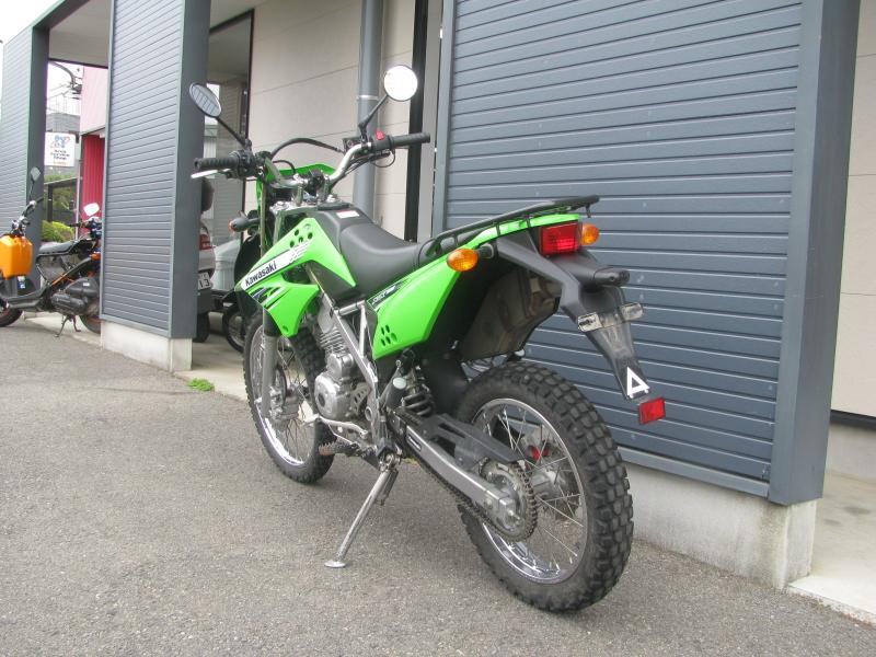 中古車バイク カワサキ KLX125 グリーン 左うしろ側