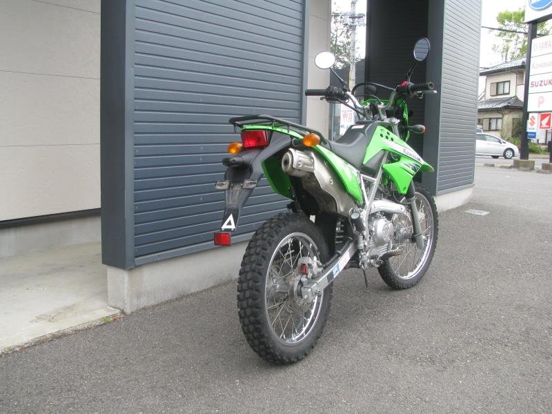 中古車バイク カワサキ KLX125 グリーン 右うしろ側