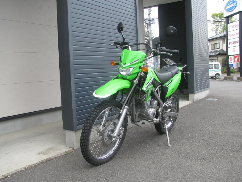 中古車バイク カワサキ KLX125 グリーン 左まえ側