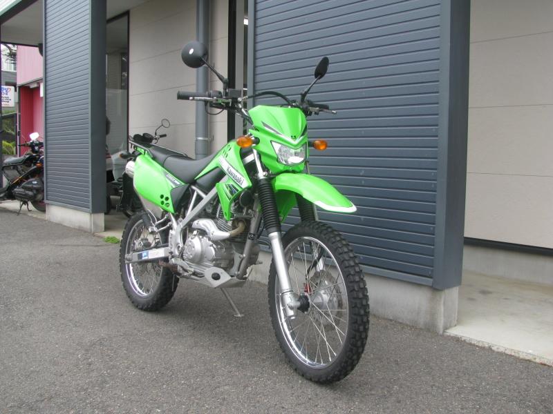 中古車バイク カワサキ KLX125 グリーン 右まえ側