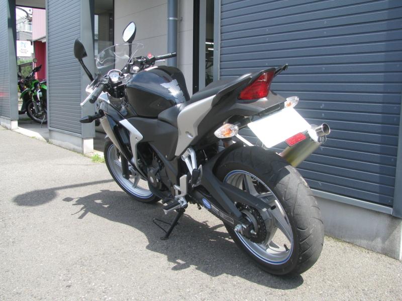 中古車バイク ホンダ CBR250R ブラック 左うしろ側