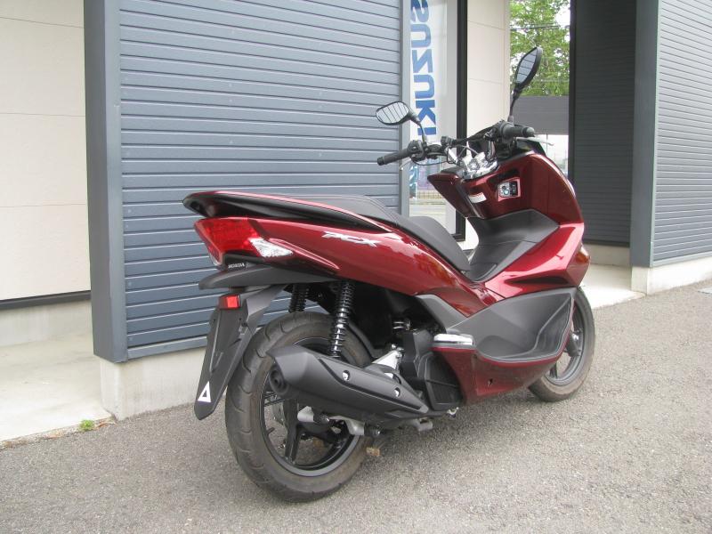 中古車 ホンダ PCX レッド (125cc) 右うしろ側