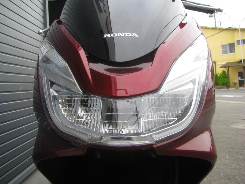 中古車 ホンダ PCX レッド (125cc) ヘッドライト
