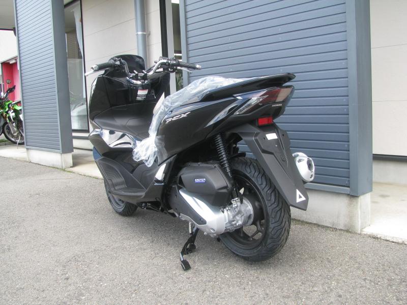 新車バイク ホンダ PCX125ABS ブラック 左うしろ側