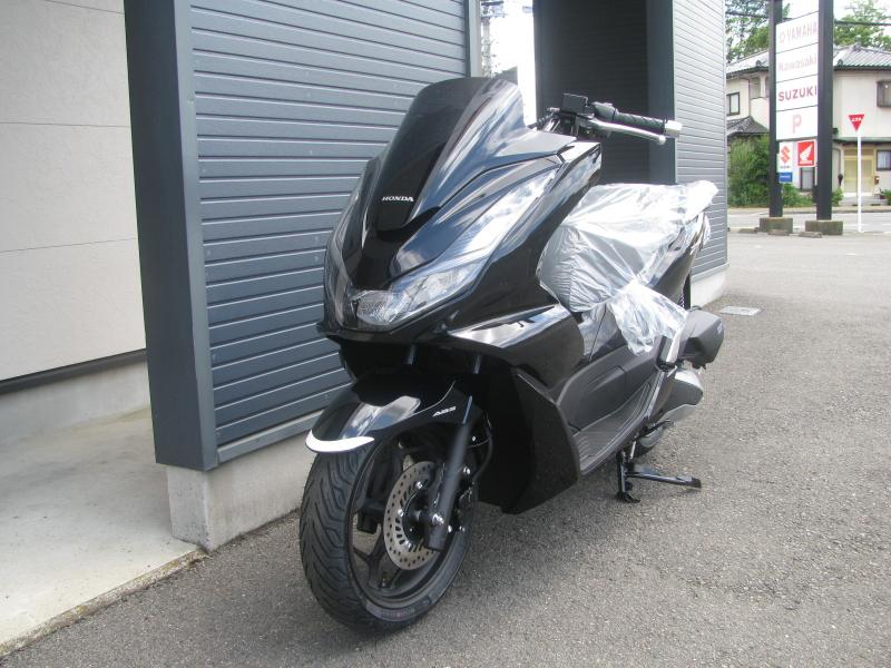 新車バイク ホンダ PCX125ABS ブラック 左まえ側