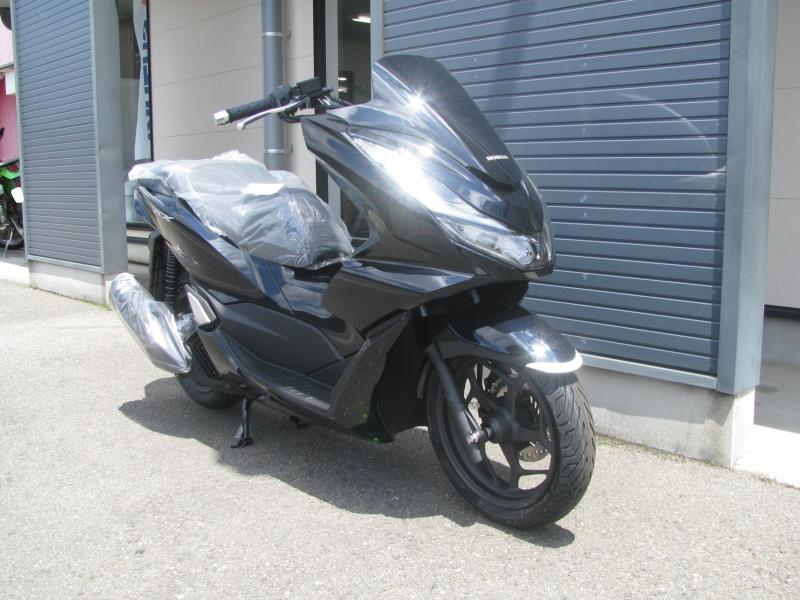 新車バイク ホンダ PCX125ABS ブラック 右まえ側