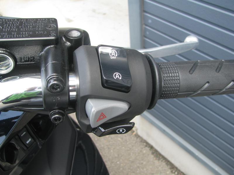 新車バイク ホンダ PCX125ABS ブラック アイドリングストップスイッチ