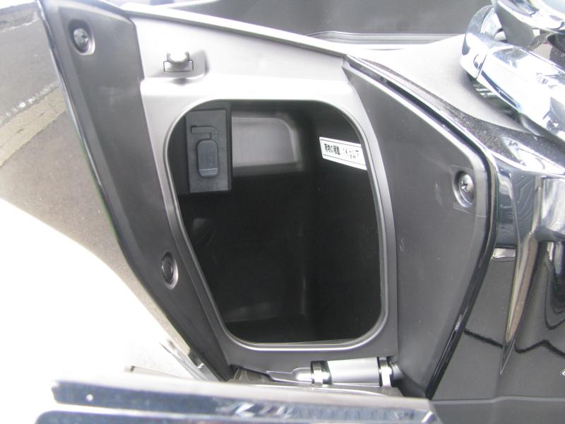 新車バイク ホンダ PCX125ABS ブラック USBソケット