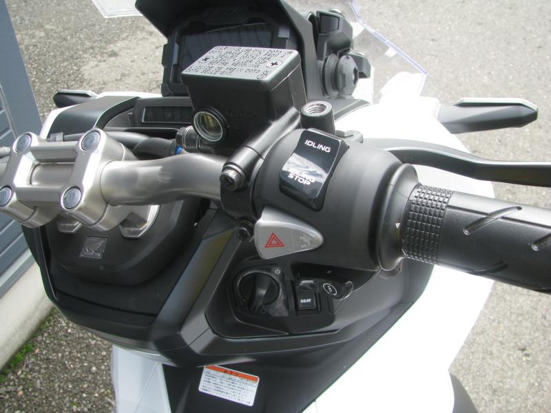 新車 ホンダ ADV150 ホワイト 受注期間限定車 アイドリングストップスイッチ