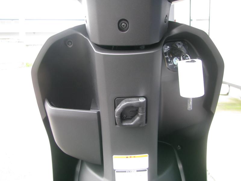 新車 ヤマハ JOG(ジョグ) マットグリーン インナーパネル
