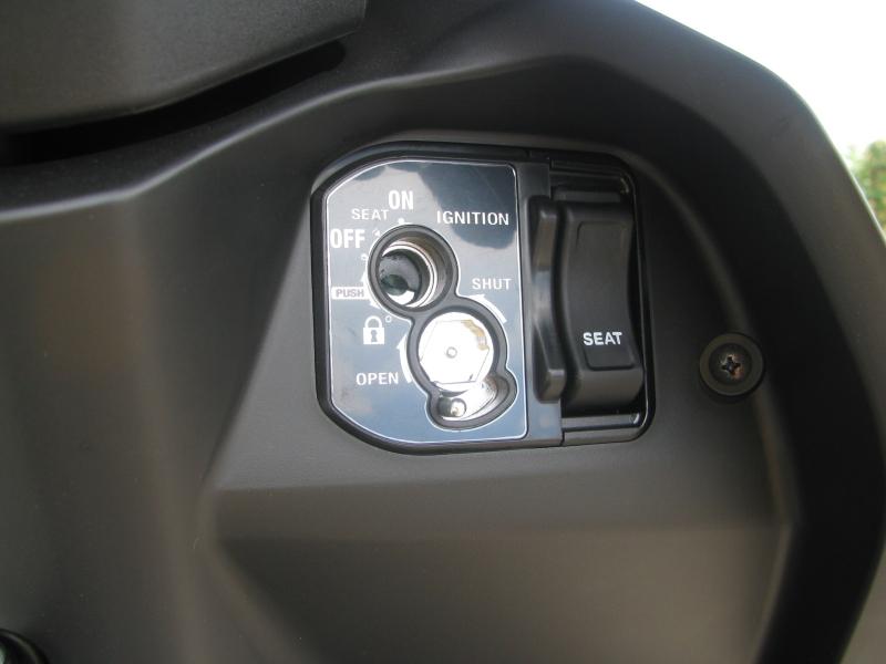 新車 ヤマハ ジョグ デラックス (JOG DX) マットブラック キーシリンダー