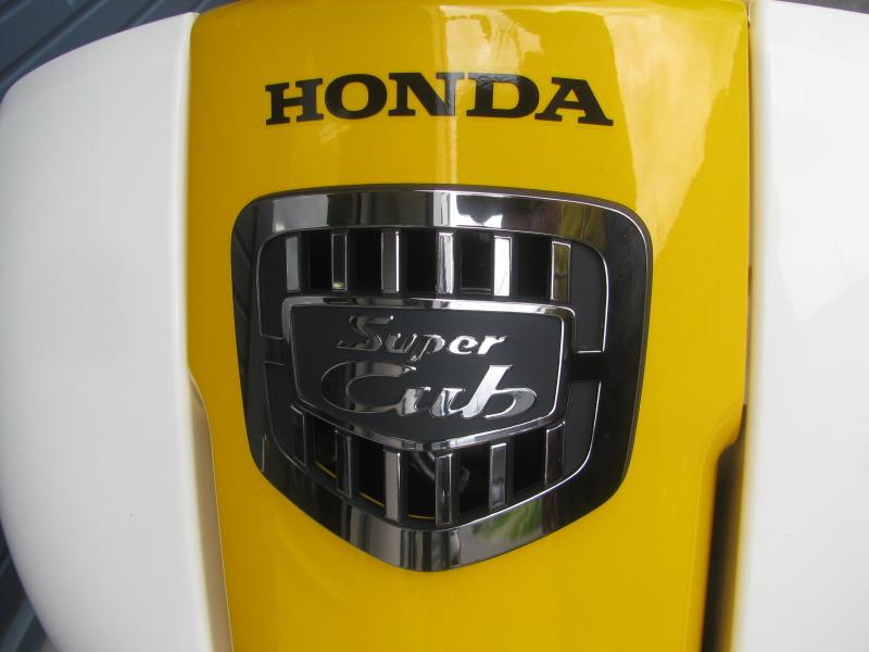 新車 ホンダ スーパーカブ50 イエロー フロントカバーエンブレム