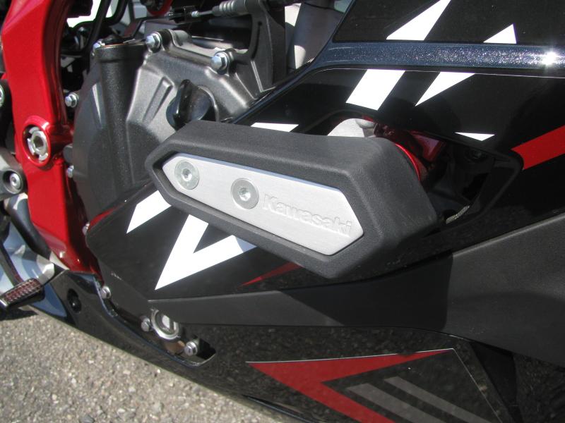 中古車 カワサキ Ninja ZX-25R SE ブラック/レッド/ホワイト エンジンスライダー右側 拡大