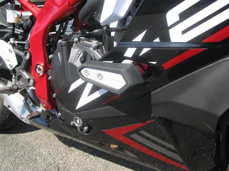 中古車 カワサキ Ninja ZX-25R SE ブラック/レッド/ホワイト エンジンスライダー右側