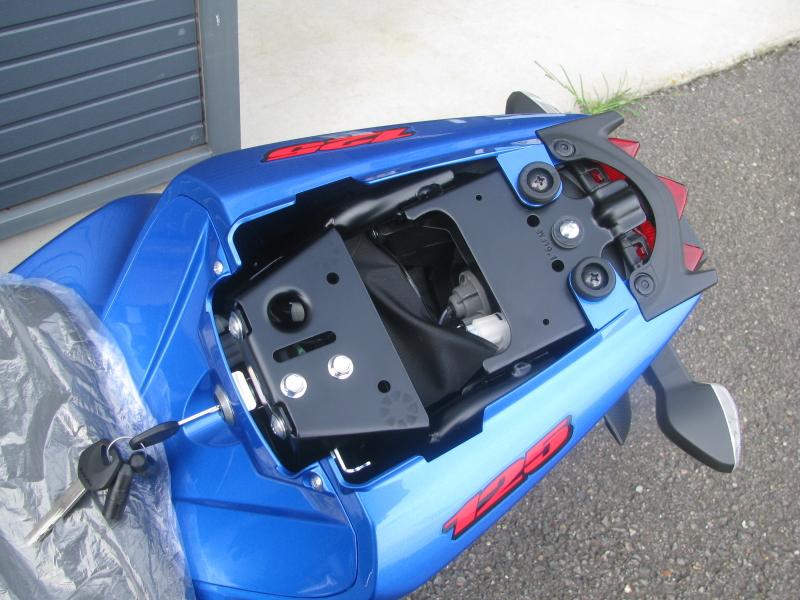 新車 スズキ GSX-R125 ABS ブルー タンデムシート下収納