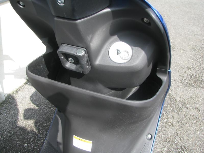 中古車バイク スズキ アドレスV50 ブルー フロントポケットとカバンホルダー2