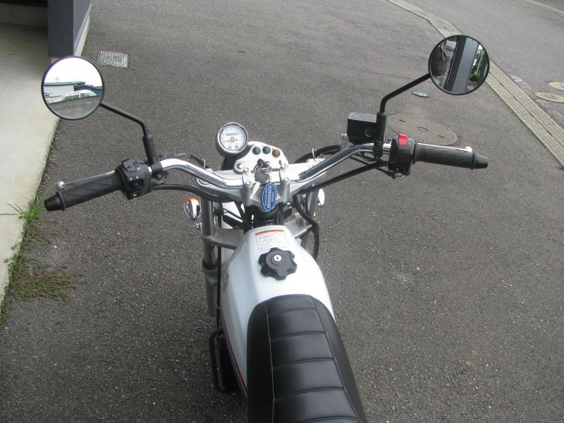 中古車 スズキ バンバン200(VanVan200) ホワイト ハンドル周り