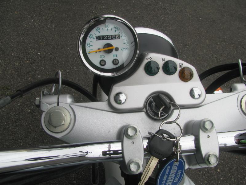 中古車 スズキ バンバン200(VanVan200) ホワイト スピードメーターパネル