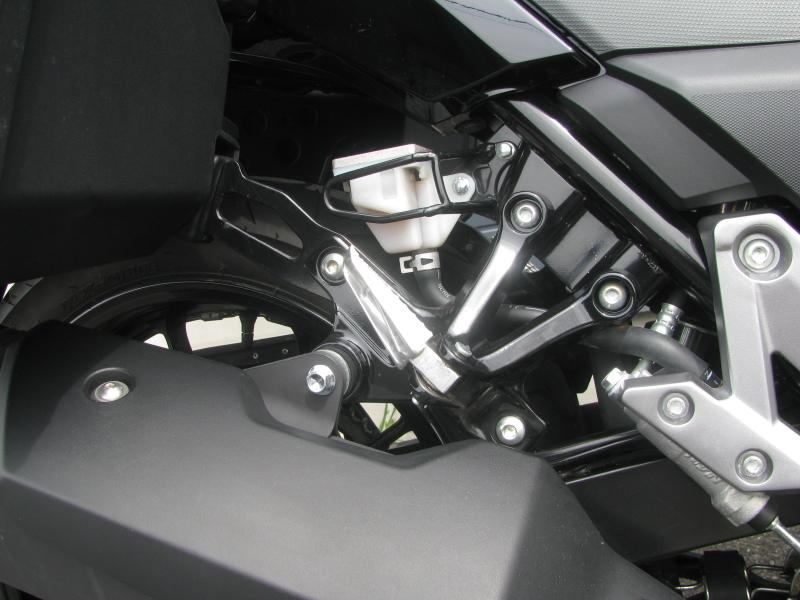 中古車 スズキ Vストローム250(V-Strom250) イエロー 3ボックス付き タンデムステップ