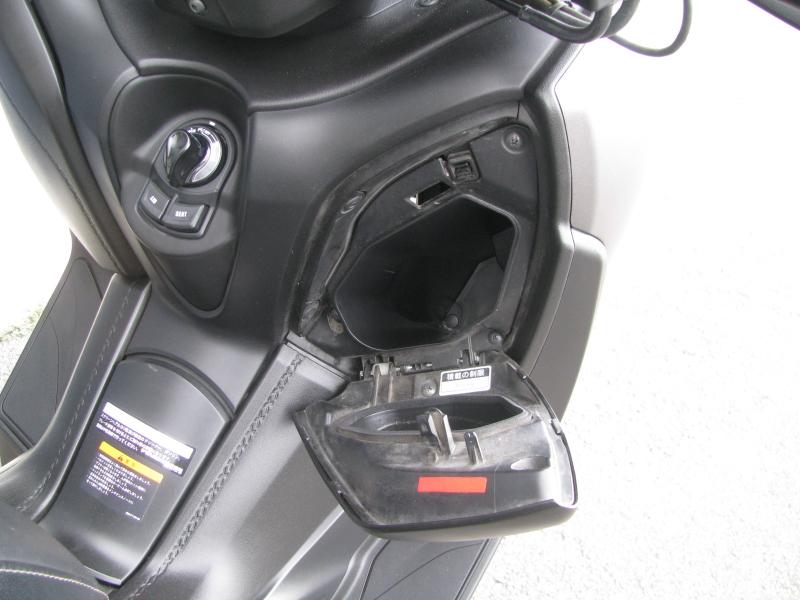 中古車 ヤマハ XMAX ABS(250ccスクーター) マットグレー コンソールボックス右側