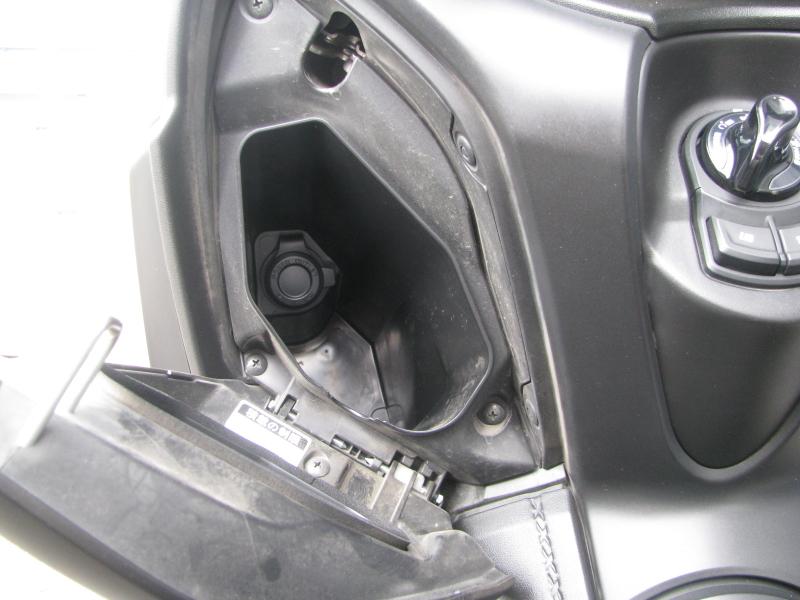 中古車 ヤマハ XMAX ABS(250ccスクーター) マットグレー コンソールボックス左側