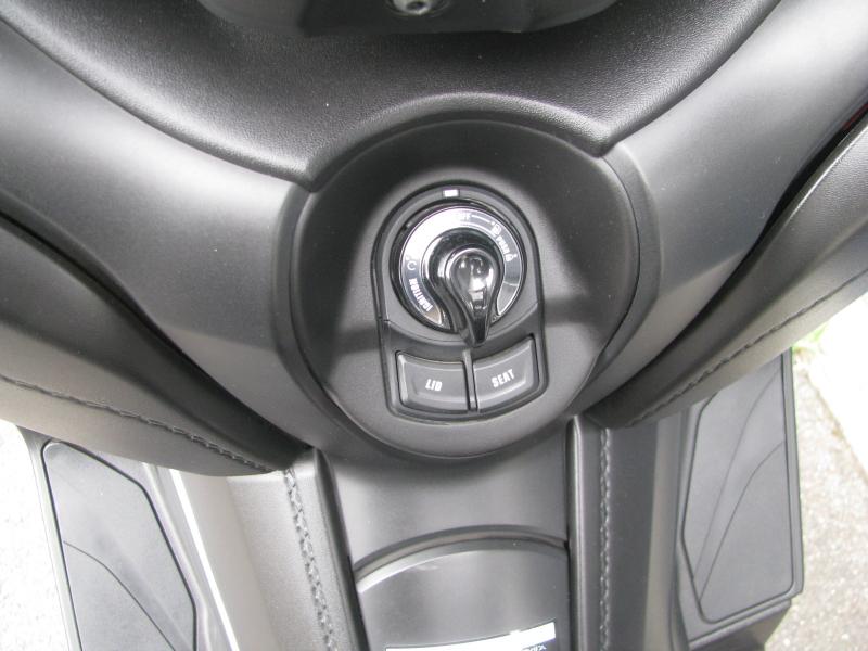 中古車 ヤマハ XMAX ABS(250ccスクーター) マットグレー メインスイッチ