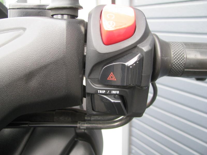 中古車 ヤマハ XMAX ABS(250ccスクーター) マットグレー ハンドル右スイッチ