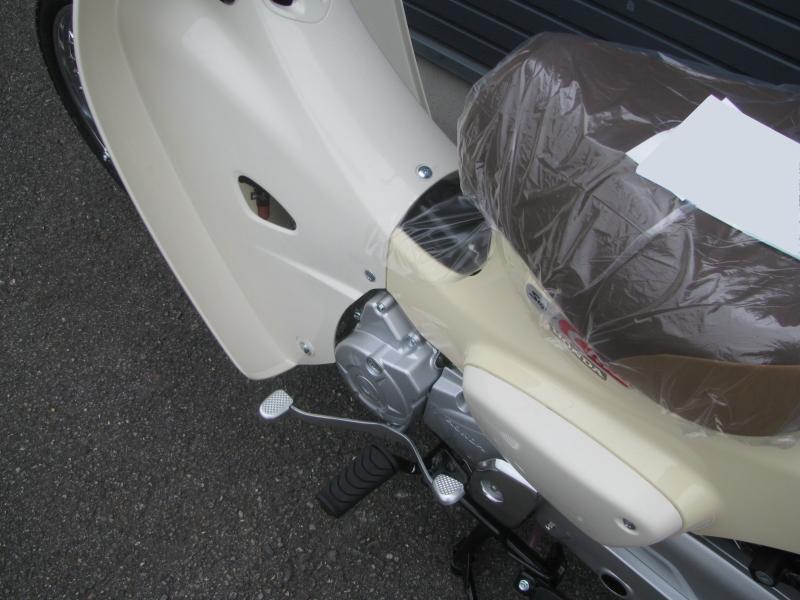 新車 ホンダ スーパーカブ50 ベージュ 左ステップ シフトペダル