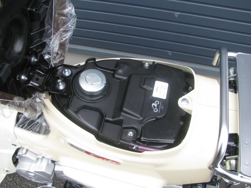 新車 ホンダ スーパーカブ50 ベージュ ガソリンタンク